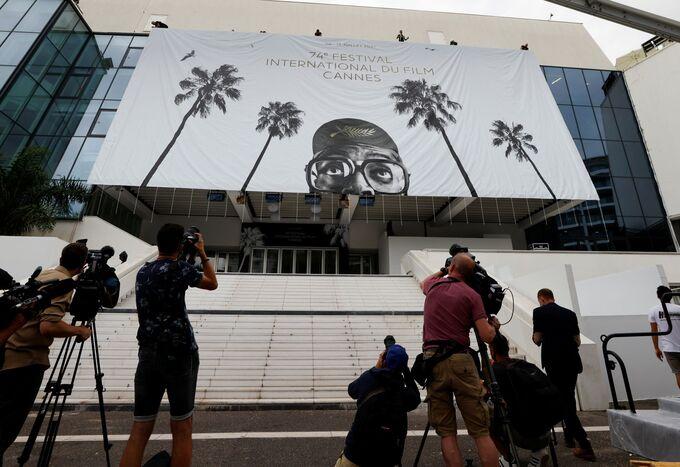 LHP Cannes kiểm dịch chặt trước giờ khai mạc